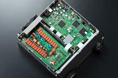 The new IC-7300 Direct-Sampling SDR HF/6m Transceiver