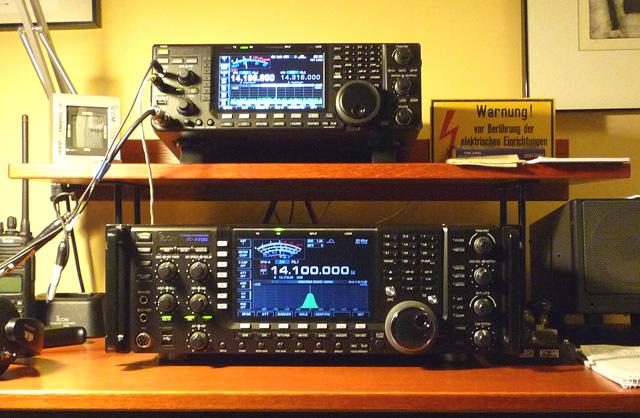 Icom 7800 radio